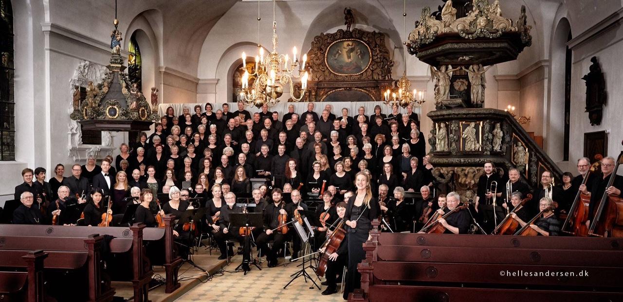 image1, Fotograf Helle S. Andersen fotograferer Kæmpekor, fire solister, Fredericia Byorkester og dirigent Anne Cathrine Kielland Lund i Trinitatis Kirke den 22. november.